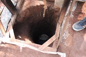 ein gegrabenes Minenloch in Ratanakiri