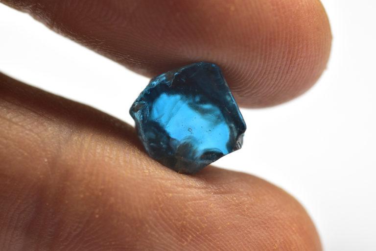 Blauer Zirkon Rohmaterial